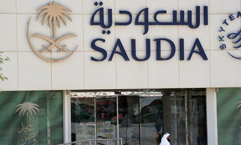 الجوازات السعودية تحسم كيفية تمديد الخروج والعودة